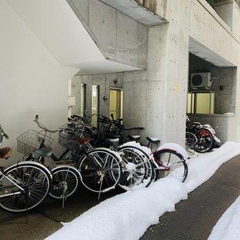 駐輪場は軒下