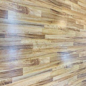 木目感満載な床