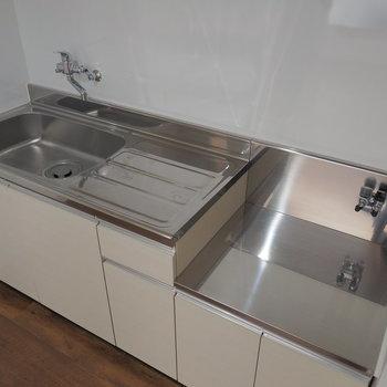 キッチンはシンプルに。※写真は同間取り別部屋