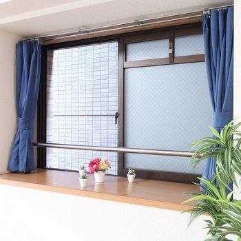 出窓をどう飾ろうかなっ(※写真は6階同間取り別部屋、モデルルームのものです)
