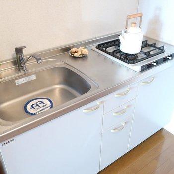 シンクが広めだから洗い物も楽にできますね(※写真は6階同間取り別部屋、モデルルームのものです)