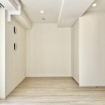 奥にベッドが置けますね。※写真は3階の同間取り別部屋のものです