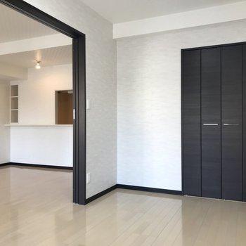 【洋室】しきりを外すと、導線が確保できますね。※写真は3階の反転間取り別部屋のものです
