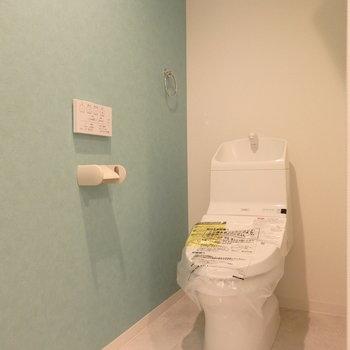 トイレは脱衣所に。スペースはしっかり分かれているので安心(※写真は同間取り別部屋のものです)
