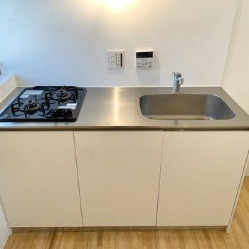 【キッチン】コンセントがあるので調理家電もご利用いただけますよ。