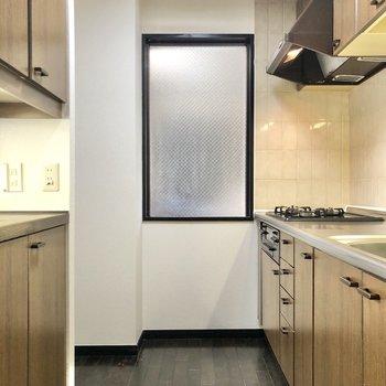 【LDK】冷蔵庫置き場は左奥にあります。