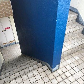 この階段をのぼって3階まで。忘れ物しない習慣がつきそうですね。