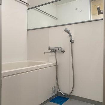 お風呂には浴室乾燥が付いています。