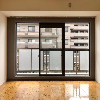 大きな窓の開放的な空間!