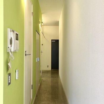続いてい廊下を通り反対側へ。