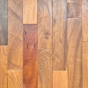 【LDK】床は1枚1枚表情の違う無垢床です。