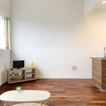 【LDK】天井高のある居室。家具は低めで揃えようかな。