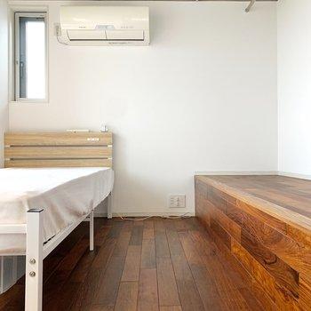 【洋室】3.2帖のコンパクトな空間です。