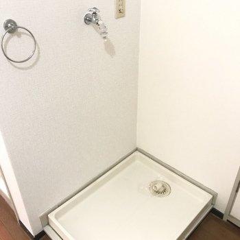 洗濯機置場はお風呂場の隣に。脱ぎっぱなし…という事態も防げそう!