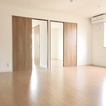 ナチュラルテイストの明るい空間◎※写真は3階同間取り・別部屋のものです