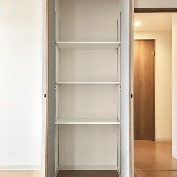キッチン横にはパントリーも!※写真は3階同間取り・別部屋のものです