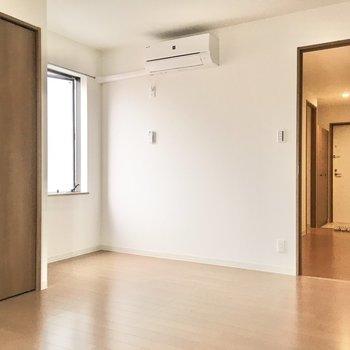 洋室③】2面採光で風通しも◎※写真は3階同間取り・別部屋のものです