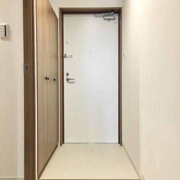 玄関もゆったりしてます。※写真は3階同間取り・別部屋のものです