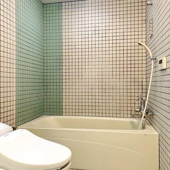 浴室はタイルでホテルライクに。