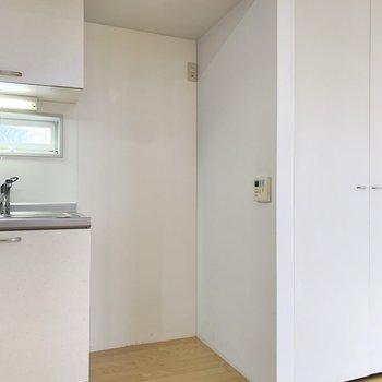 【LDK19帖】冷蔵庫はワイドなものも置けそうです。
