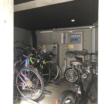 駐輪場も完備されています。