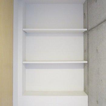 【3階トイレ】収納スペースもあります