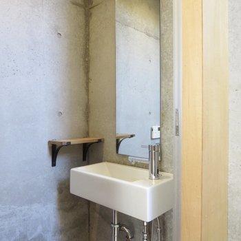 【3階トイレ】シンプルな洗面台がありがたいですね