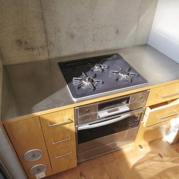 【LDK】3口コンロにオーブン付きです