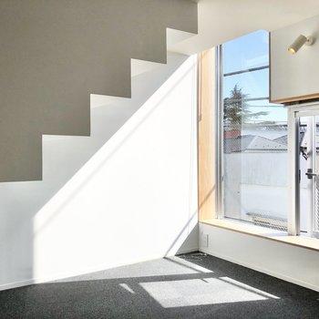 【洋室】1階には小さなクッションフロアのお部屋があります。