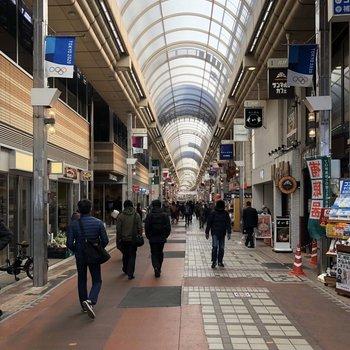 【おまけ】駅前はとても賑やかな商店街が広がっています。