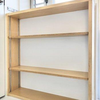 【DK】背面にはまたまた収納棚が。調味料や常温保存の食品もしまっておけますね。