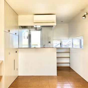 【DK】一段高くなったカフェのような対面キッチンです。