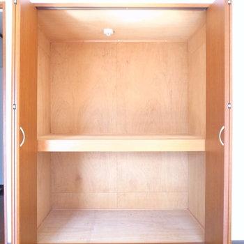 【LDK】横幅大きい・奥行きも大きい!ボックスを利用してどんどん収納していきましょう。