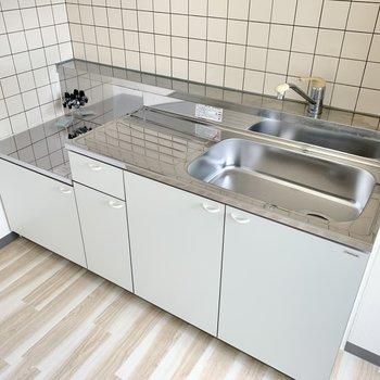 【キッチン】柔い色のタイルが可愛い!