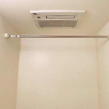浴室乾燥機もついてます。雨の日の洗濯物も安心!(※写真は3階の反転間取り角部屋のものです)