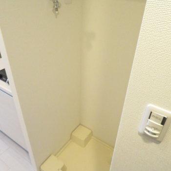 洗濯置き場はキッチンの隣です