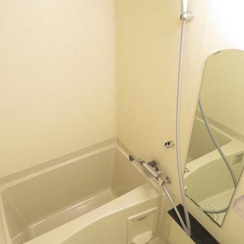 シャワーヘッドが大きいですね。浴室乾燥機も