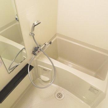 大き目のシャワーヘッドです※写真は同間取り別部屋のものです