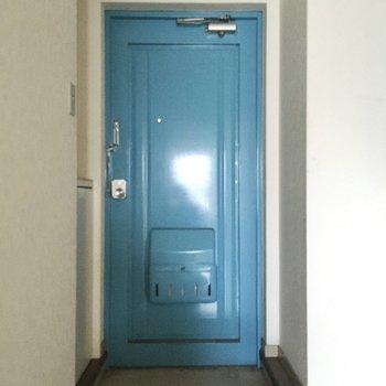 ドアは爽やかなブルースカイ!