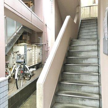 5階までは階段です!頑張って登りましょう。