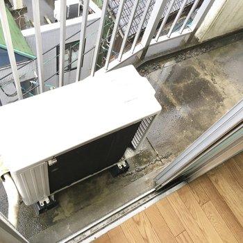 バルコニーに洗濯機置き場があるので結構コンパクトになります。