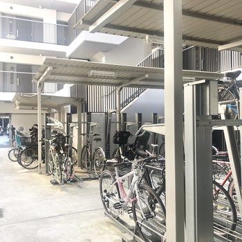 駐輪場がオートロック内にあるので安心ですね。