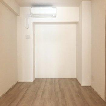 【洋室2】6畳の洋室です。