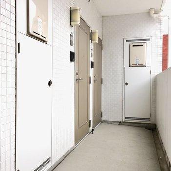 1フロアにお部屋は4つ。共用部は清掃されていて綺麗でした。