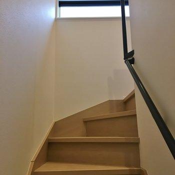 階段はしっかり手すり付き※写真は前回募集時のもの