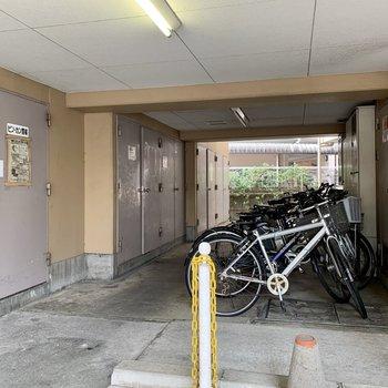 駐輪場付き。屋根下なので汚れにくいですよ。
