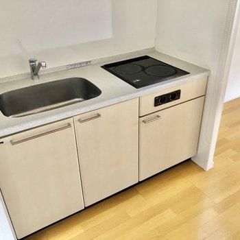 IH2口のシステムキッチンなので、掃除もラクラクです!