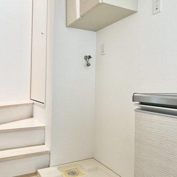 洗濯機置場はキッチンの左部に。