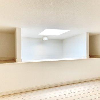 左右に収納スペース、真ん中は玄関の吹き抜け部です。