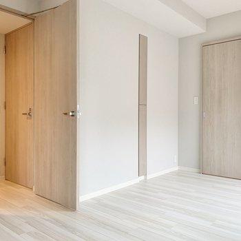 【洋室】洋室と廊下は行き来できます。